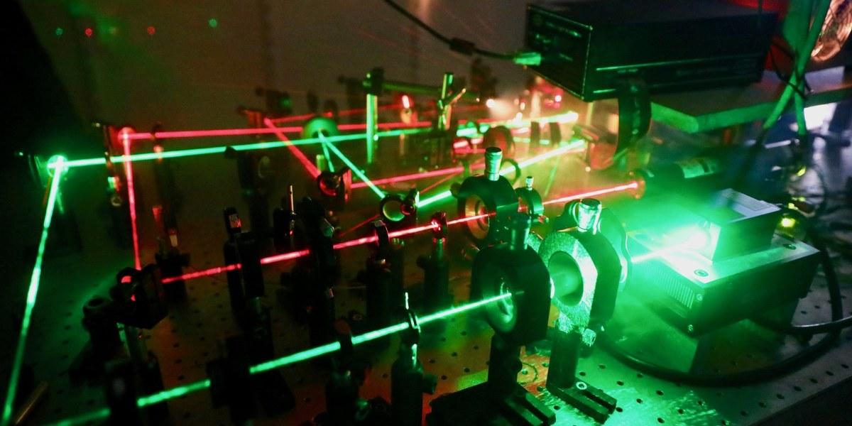 photo d'un circuit photonique silicium