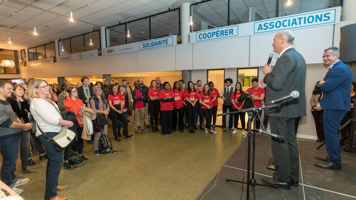 photo des bénévoles de l'engagement center